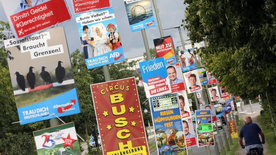 Wo dürfen Wahlplakate hängen? Was darf plakatiert werden? Und wer entscheidet das?