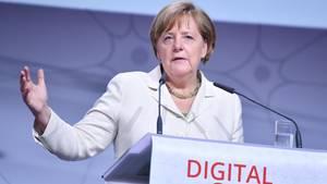 Bundeskanzlerin Angela Merkel im Juni beim Digital-Gipfel der Bundesregierung in Ludwigshafen