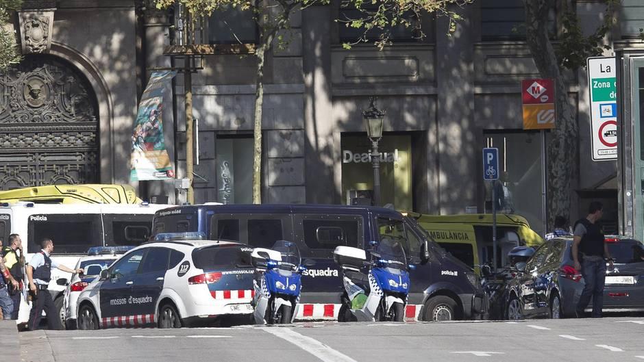 Das Satire-Magazin Charlie Hebdo karikiert den Terror in Barcelona