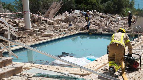 Einsatzkräfte untersuchten in der vergangenen Woche in Alcanar die Trümmer des explodierten Wohnhauses