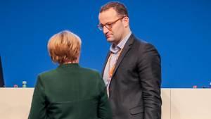 """""""Muttis Liebling"""" - ist er nicht. Will er auch nicht sein. Jens Spahn, CDU-Finanzstaatssekretär, hat andere Ziele: Er will Angela Merkels Nachfolger werden."""