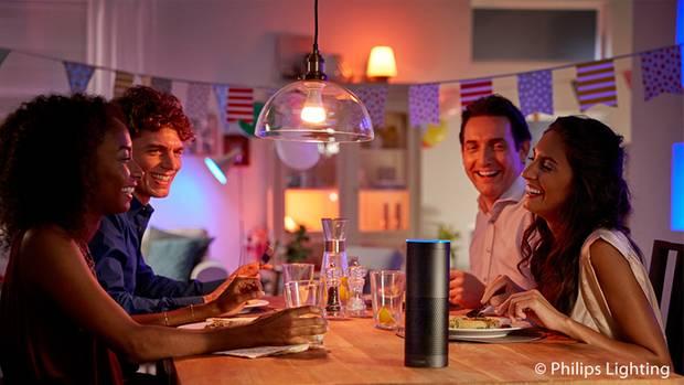 Gemütlicher Abend mit Freunden? Dazu lässt sich die perfekte Lichtstimmung einstellen