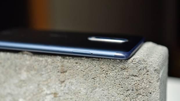Seitenansicht des Nokia 8