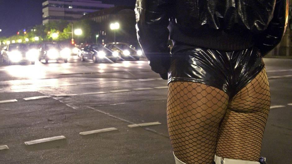 Der Straßenstrich an der Kurfürstenstraße ist schon lange ein Problem. Nun versucht die Politik, Abhilfe zu schaffen.