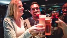 Ein Glas bricht das Eis - aber häufig bleibt es nicht bei einem Glas.