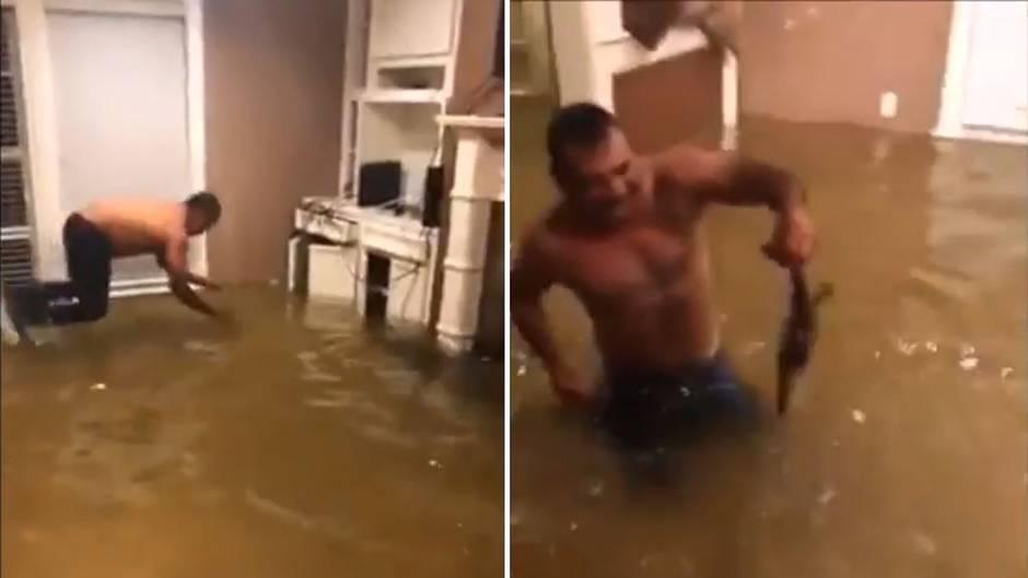 Hurrikan Harvey: Houston unter Wasser: Mann fängt Fisch im Wohnzimmer