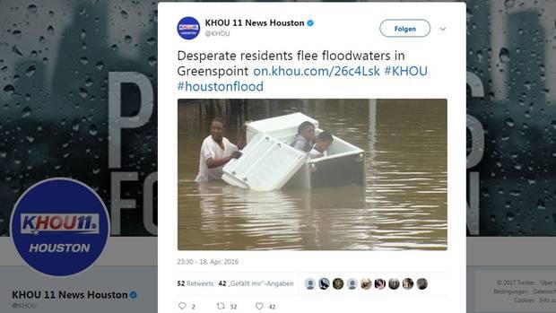 Ein Vater bringt seine Kinder in einem Kühlschrank vor den Fluten in Sicherheit - allerdings nicht vor Hurrikan Harvey