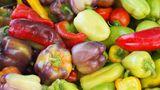 Die Haut der Paprika ist nicht dick genug, um das Innere vor Pestiziden zu schützen. Kaufen Sie das Gemüse also aus biologischem Anbau.