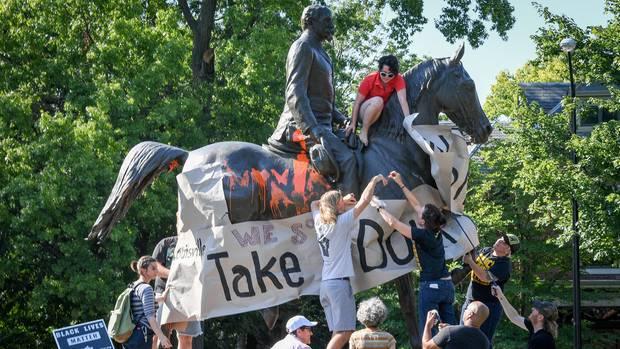 Bürgerrechtler demonstrieren in Louisville gegen ein Denkmal des Südstaatenoffiziers John B. Castleman