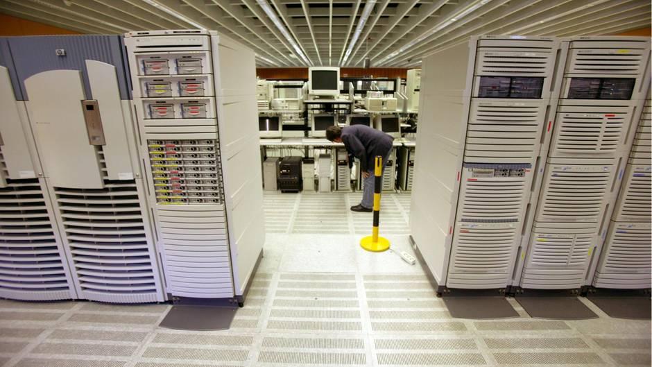 Großrechner des BKA in Wiesbaden- möglicherweise speichert die Behörde illegal über eine Million Datensätze