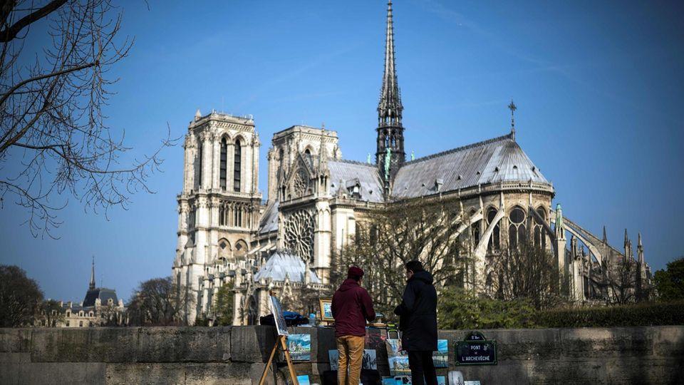 Der Bau der Kathedrale Notre-Dame in Paris hat fast 200 Jahre gedauert und zählt zu den frühesten gotischen Kirchengebäuden in Frankreich.