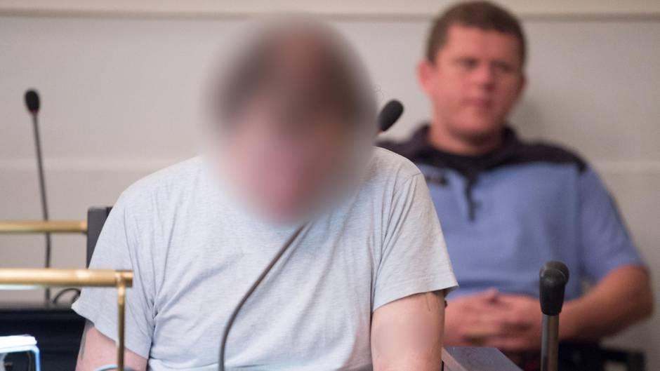 Der Angeklagte Helmut S. sitzt im Landgericht in Zwickau
