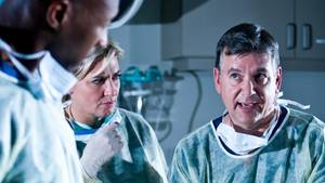 Ärzte streiten sich während OP - Zoff landet als Video im Netz