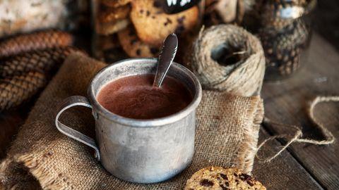 Schokomilch enthält genug Zucker, um Ihnen den ersten Kick in den Tag zu geben. Kakao enthält außerdem natürliches Koffein.