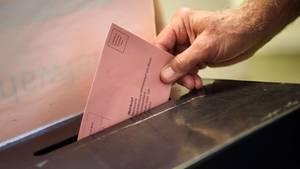 Umschlag mit Briefwahlunterlagen
