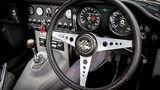 So muss das Cockpit eines klassischen Sportwagens aussehen