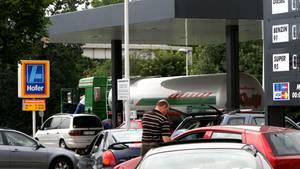Aldi Tankstellen: In Österreich können Kunden schon beim Discounter tanken