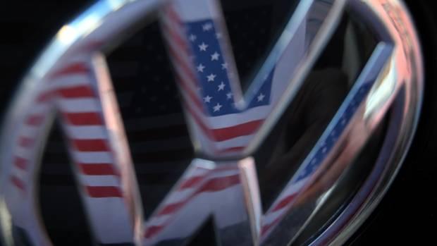 VW-Zeichen und US-Flagge