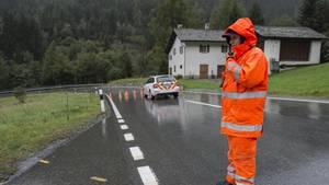 Nach den Bergstürzen im Schweizer Kanton Graubünden wurden Straßensperren eingerichtet