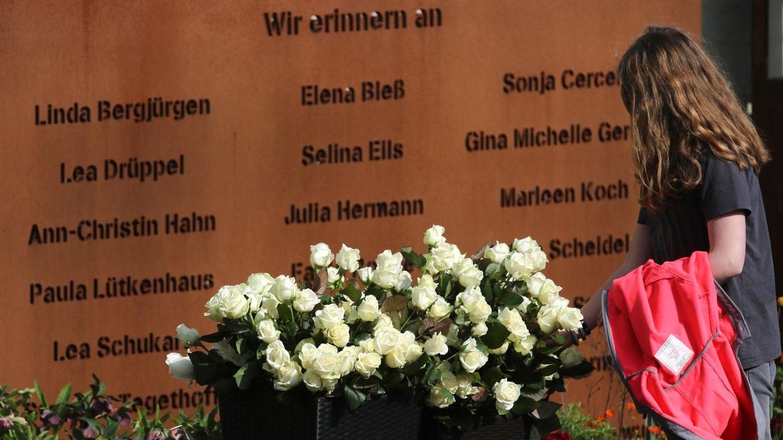 Eine Gedenktafel am Joseph-König-Gymnasium in Haltern am See erinnert an die Opfer des Germanwings-Absturzes