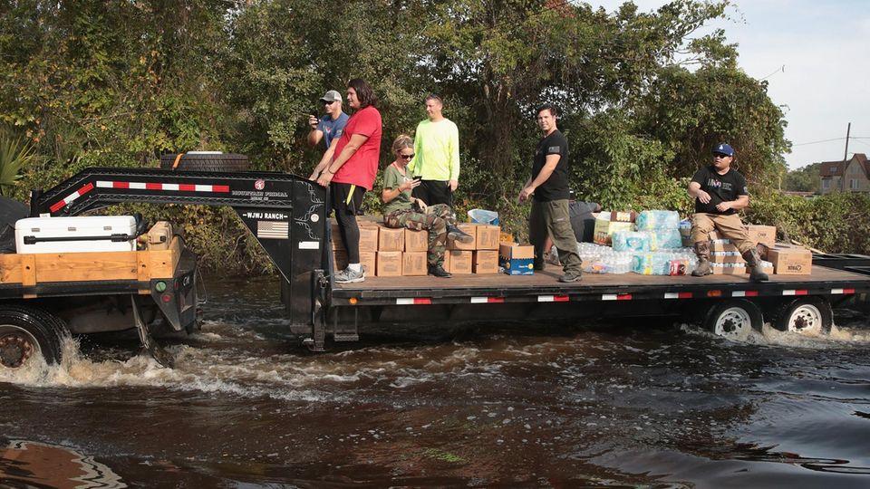 Nach Hurricane Harvey: Freiwillige bringen Hilfsgüter zu den Opfern der Überschwemmung in Texas