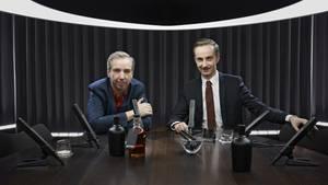 Jan Böhmermann (r.) und Olli Schulz moderieren das Talk-Format