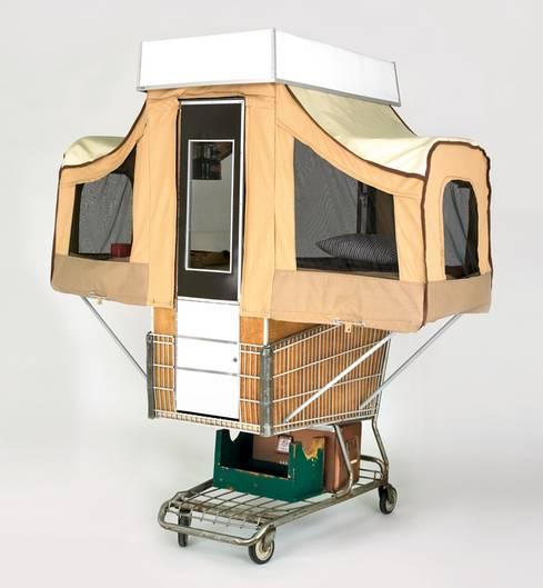 Camper Kart: Die kleine Holz-Box lässt sich zu einem Schlafplatz mit Stauraum entfalten. Für Obdachlose wäre das eine Alternative - wenn die Städte solche Behausungen dulden würden.