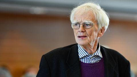 Der ehemalige RAF-Anwalt Hans-Christian Ströbele in einem Gericht in Karlsruhe