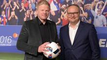 Das ZDF-Moderatorenteam Oliver Kahn (l.) und Oliver Welke wird über die WM 2018 in Russland aus Deutschland berichten