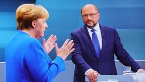 Kanzlerin Angela Merkel und SPD-Spitzenkandidat