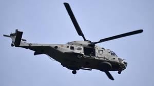 In Belgien ist ein Pilot während einer Flugschau aus diesem Hubschrauber gestürzt