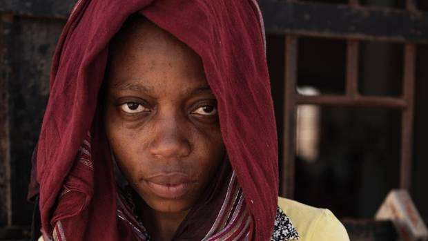 Bright, ein kleiner Junge, wurde vor einem Monat hinter Gittern geboren, seine Mutter starb. Die Nigerianerin Happiness sorgt für ihn. Doch im Gefängnis gibt es kein Milchpulver