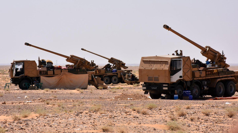 Motorisierte Artillerie der syrischen Armee beim Vorstoß durch die Wüste.
