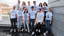 Die Neon-Redaktion in den T-Shirts, die verlost werden