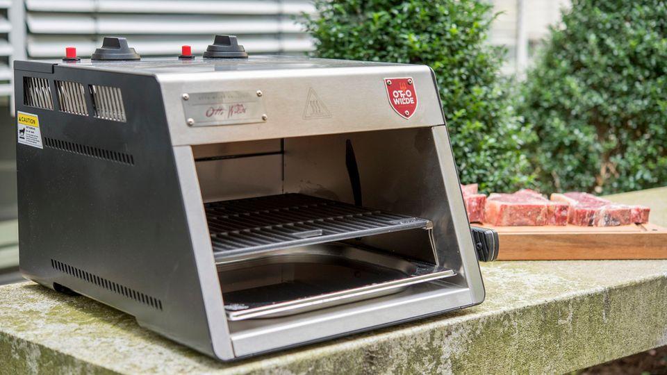 Der Otto Wilde Grill sieht eigentlich ganz harmlos aus, wird aber höllisch heiß - bis zu 900 Grad Celsius.