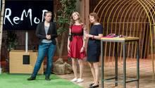 Emotionaler Höhepunkt in der Höhle der Löwen: Saskia Holodynski (links), Dindia Gutmann und Anna Vonnemann präsentieren MoveAid. Ihre Firma heißt ReMoD.