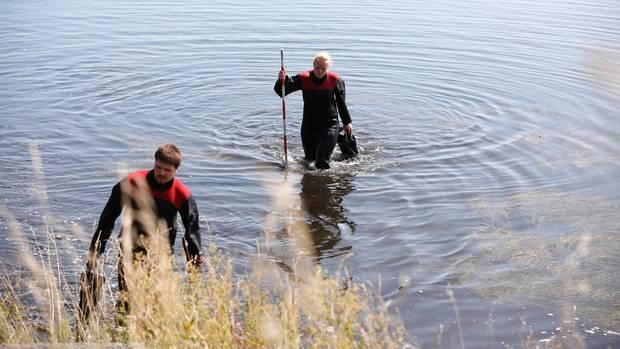 Einsatzkräfte auf der Suche nach weiteren Körperteilen
