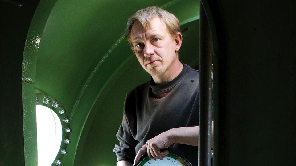 """Peter Madsen im Inneren seines U-Boots """"Nautilus"""""""