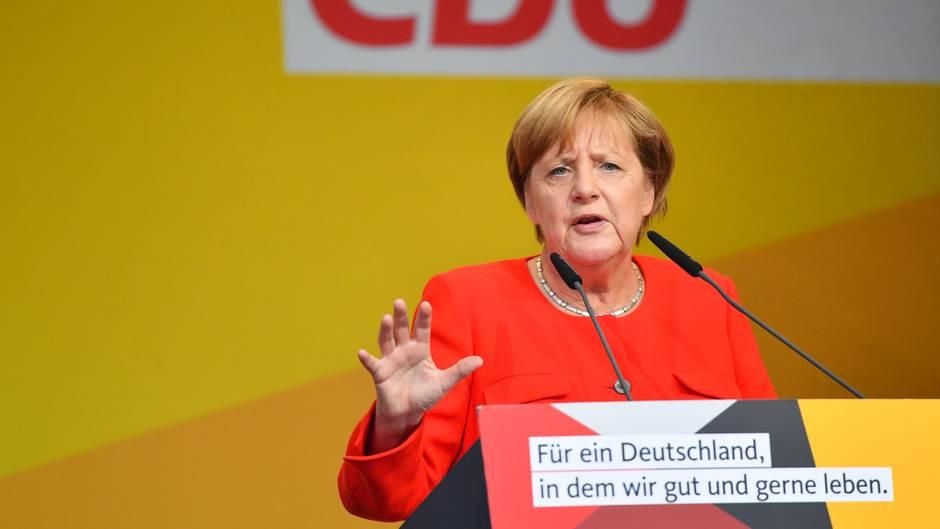 Angela Merkel bei Wahlkampfauftritt in Heidelberg mit Tomaten beworfen