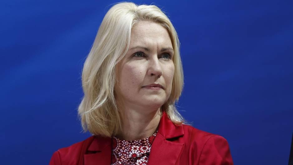 Manuela Schwesig, Ministerpräsidentin von Mecklenburg-Vorpommern, schickt ihr Kind auf eine Privatschule