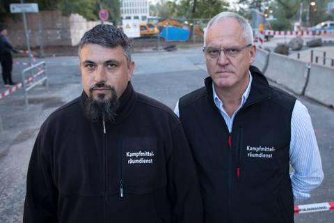Evakuierung in Frankfurt: Bombenentschärfung: Wie René Bennert und Dieter Schwetzler zu den Helden der Woche wurden