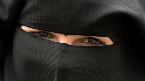 Die Frau, die die Verkäuferin des Modegeschäftes attackierte, trug den Angaben zufolge einen Nikab, hier ein Symbolbild.