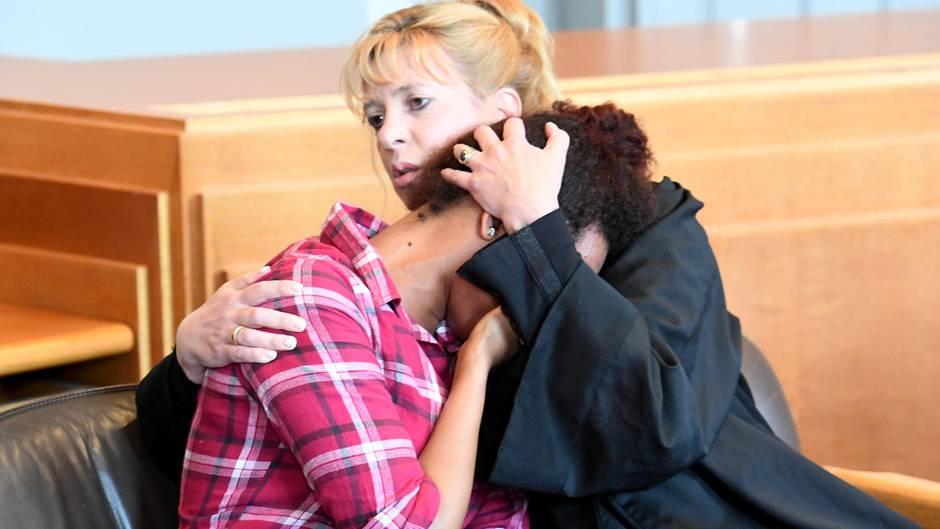 Image result for Totes Baby im Papierkorb: Mutter weint zum Prozessauftakt