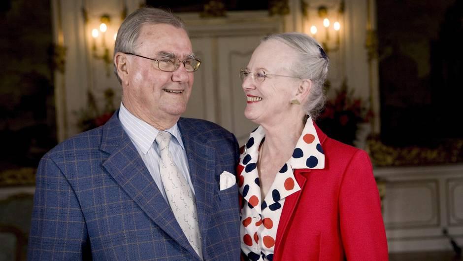 Königin Margrethe II und ihr Ehemann Prinz Henrik feierten am 2. Juni dieses Jahres im Palast Fredensborg bei Kopenhagen ihren 40. Hochzeitstag.