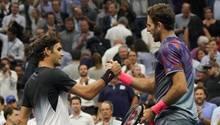Roger Federer (l.) musste sich gegen Juan Martin del Potro geschlagen geben