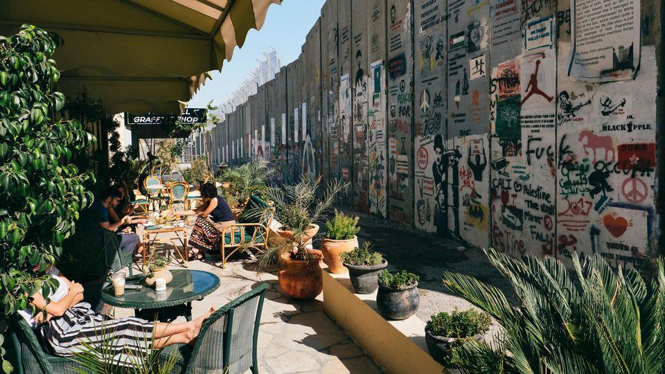 """Das Hotel hat den laut Banksy """"schlechtesten Ausblick der Welt""""."""