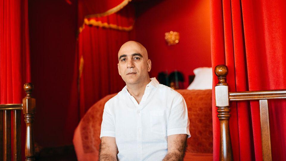 """""""Banksy ist verdammt smart"""", sagt Wisam Salsaa. Der Hotelmanager ist mit dem Künstlerphantom seit zwölf Jahren befreundet."""