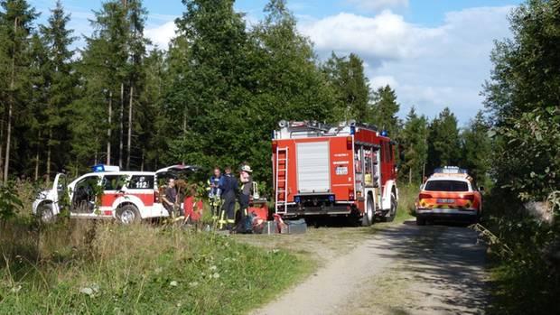 Die Rettungskräfte hatten Schwierigkeiten an die Absturzstelle mitten im Wald zu gelangen