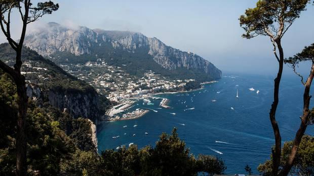 Willkommen: Die Marina Grande von Capri empfängt täglich bis zu 15.000 Besucher, die mit Fähren vom Festland her anreisen