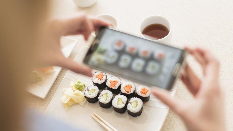 Viele Instagrammer inszenieren sich mit ihrem Essen (Symbolfoto)